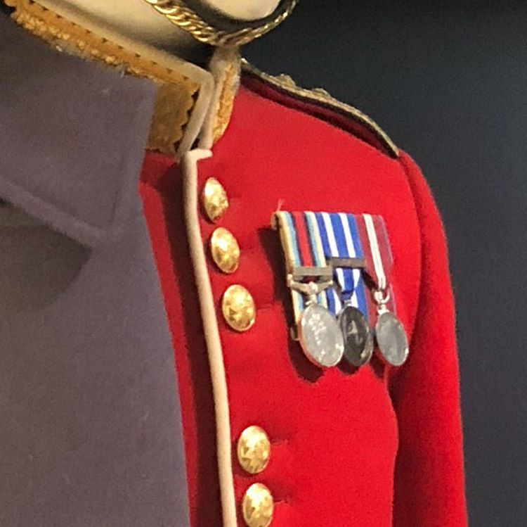 Medali Militer, sumber ig on_alices_cloud